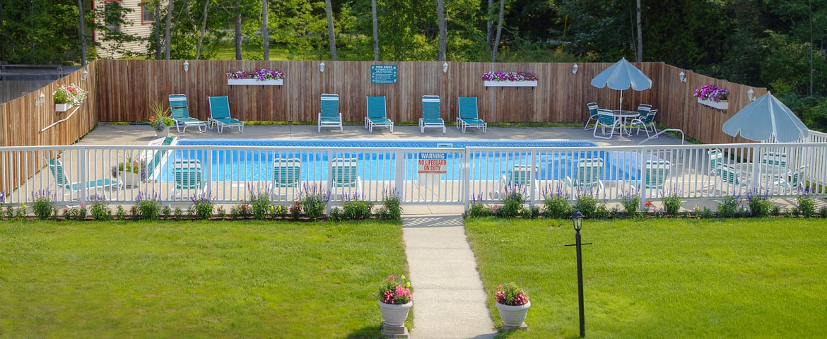 Swimming pool at Cromwell Harbor Motel